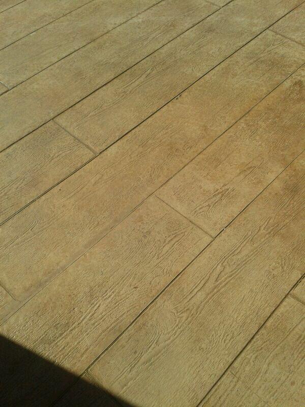 Pavimento de hormig n estampado con ankare zaline corcho y ankare desmo oro pavimentos de - Pavimento de corcho ...