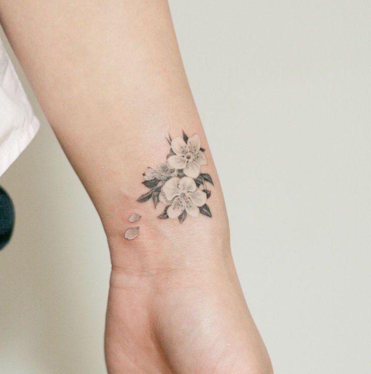 Tatouage Fleur De Cerisier Blanche Poignet Tatouage Fleur Tatouage Fleur Poignet Tatouage Hibiscus