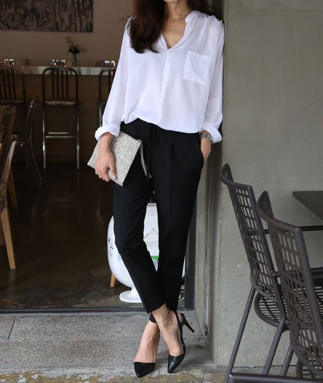 8 workwear essentials yang wajib kamu punya | black pants | the it