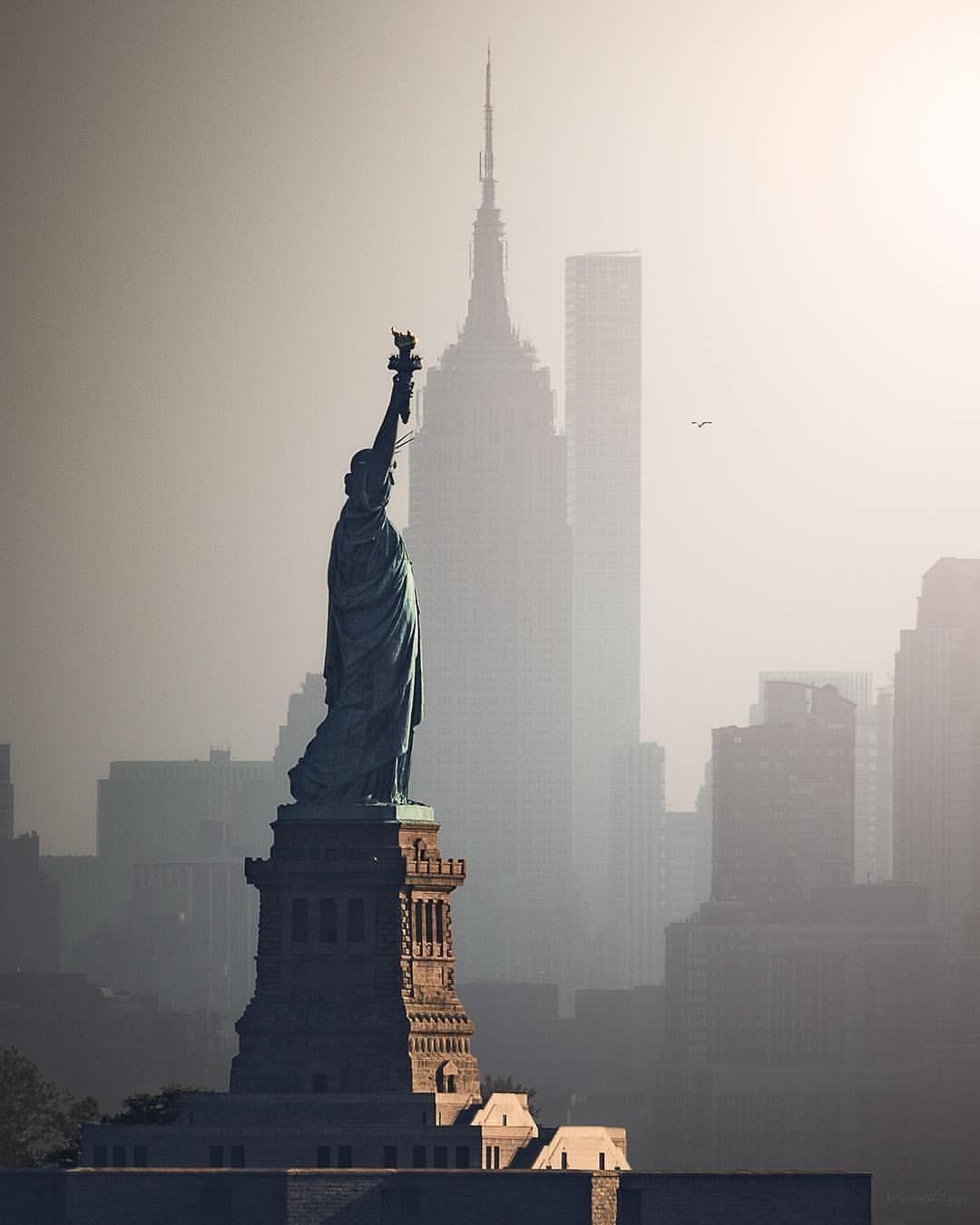 New York By Talented Michael Mindz Eye Picturesofnewyork New York City Reise New York Bilder New York Urlaub