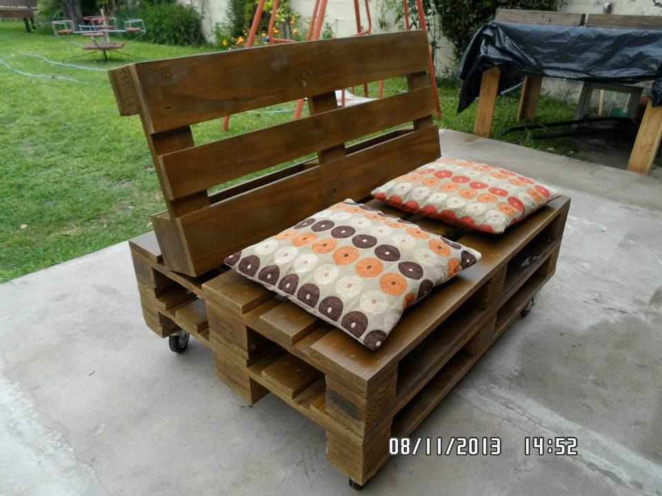 Cushioned Pallet Sofa Seat On Wheels   101 Pallet Ideas