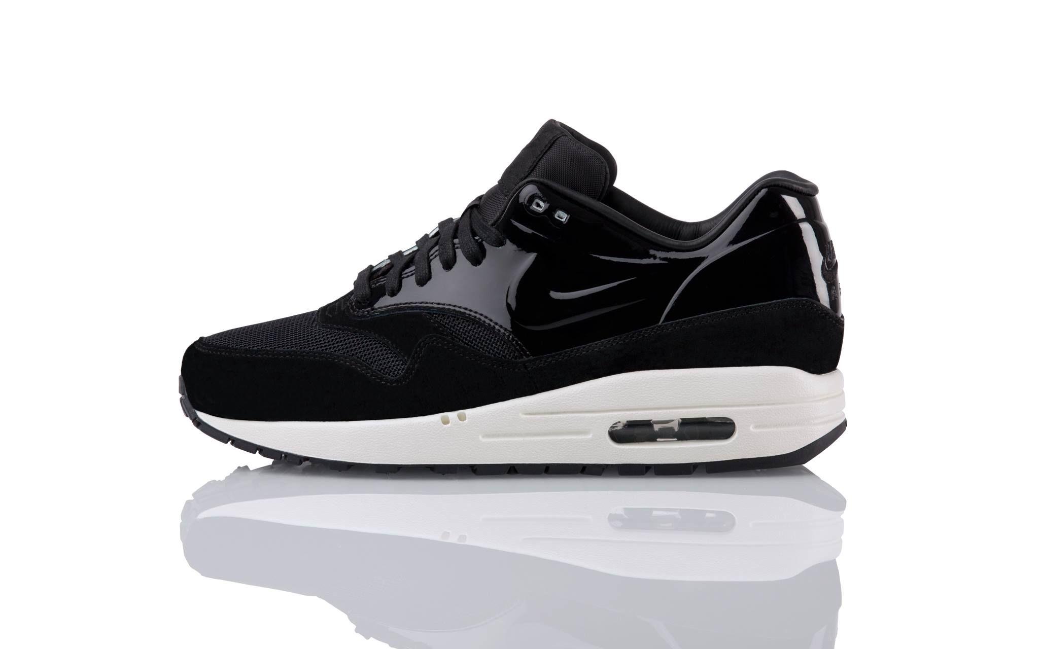 Femmes Noires Nike Formateurs Air Max 1