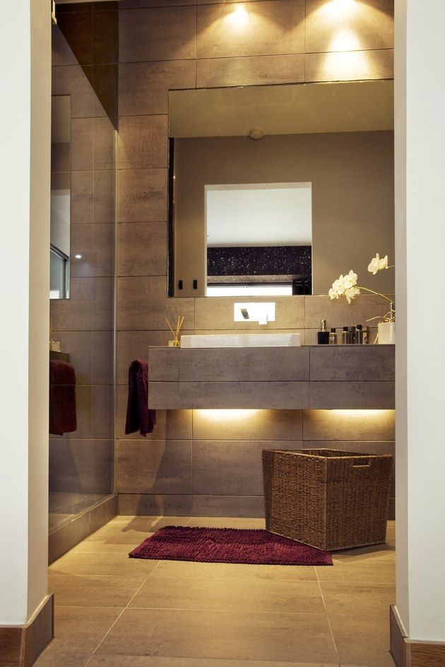 kleines bad idee matt braune fliesen waschtisch led streifen  Bathroom  Bathroom Bathroom
