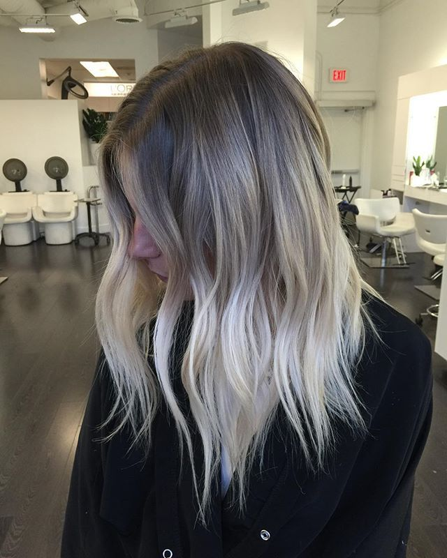 Mushroom Blonde Is The Newest Low Maintenance Hair Color Trend For Blondes And Brunettes And It S A Lot Prettier Than It Sounds Goruntuler Ile Bej Sac Sac Rengi Fikirleri Uzun Sac