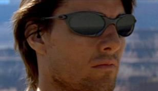 Tom Cruise wearing Oakley Romeo in Mission  Impossible II   Homme ... 830f6d7252bd