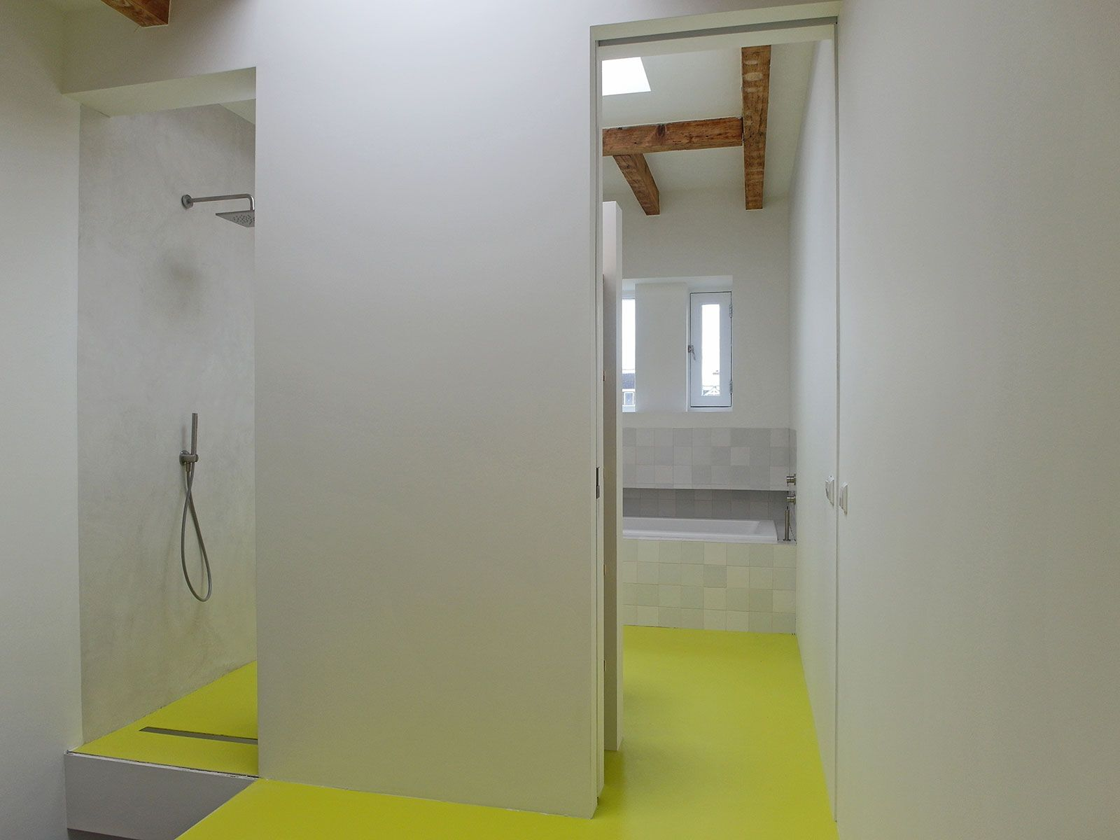 Gietvloer badkamer Amsterdam In dit unieke Amsterdamse loft heeft ...
