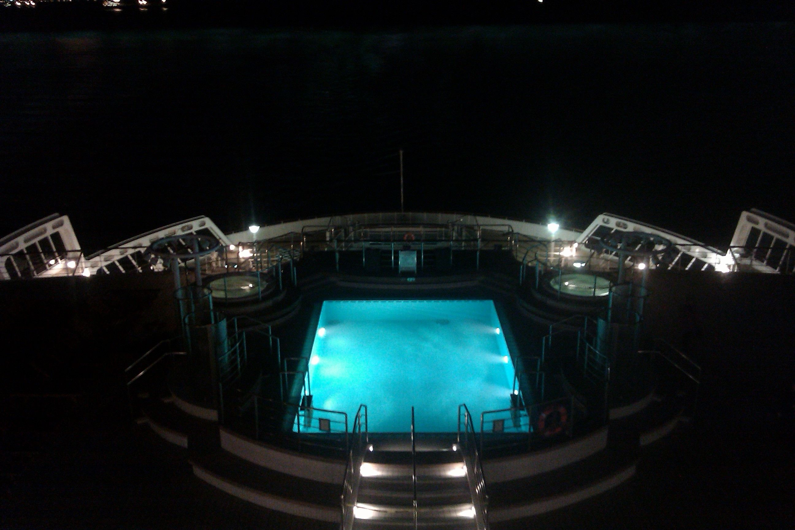 Swimming pool queen mary 2 queen mary 2 pinterest - Queen mary swimming pool victoria ...