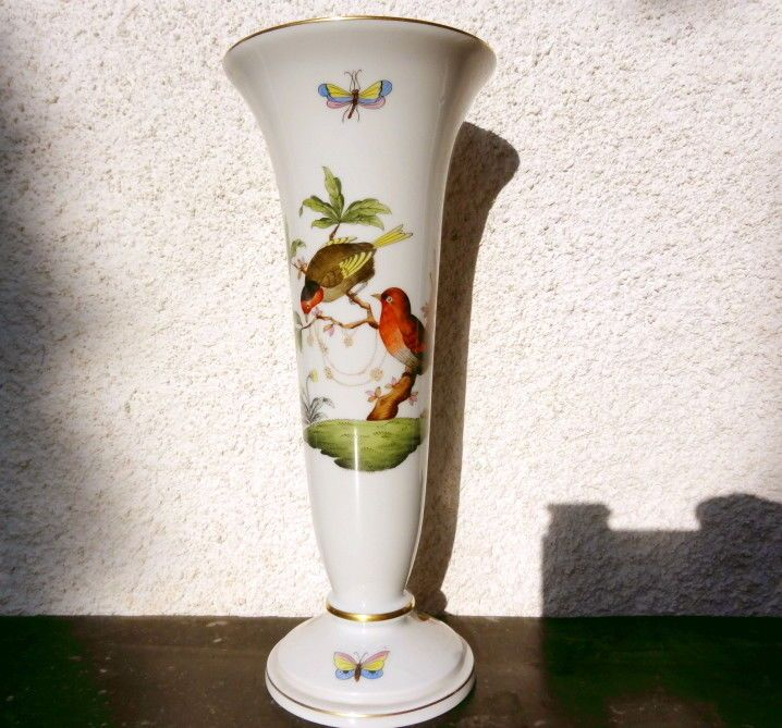 Old Herend Queen Victoria Rothschild Bird Vase In 24k Gold Queen