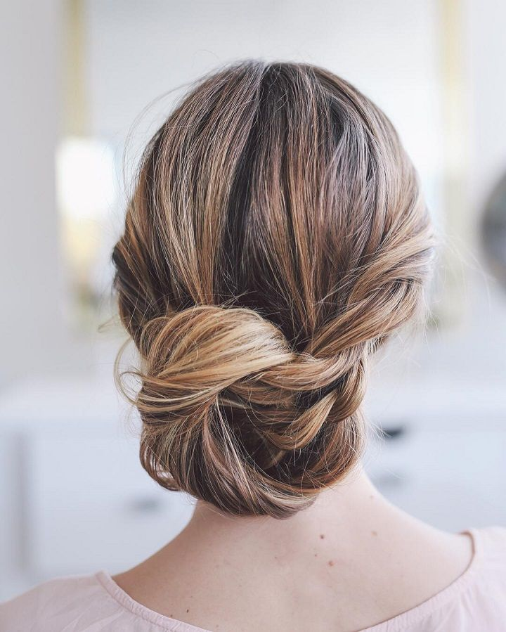 Pretty loose updo wedding hairstyle #weddinghairstyle #hairstyle #looseupdos #updos #hairstyles #updohairstyles #brialhair #weddinghairstyles