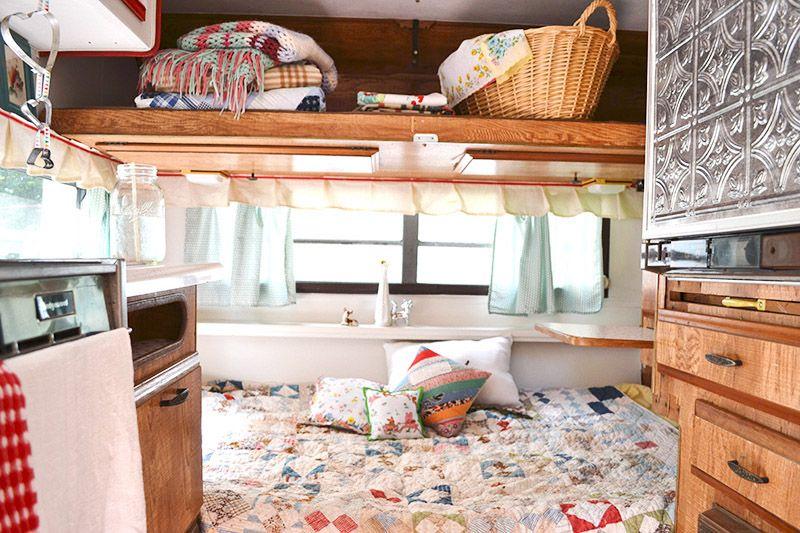 At home with sarah locascio caravanas interiores list acampar y interiores - Decoracion interior caravanas ...