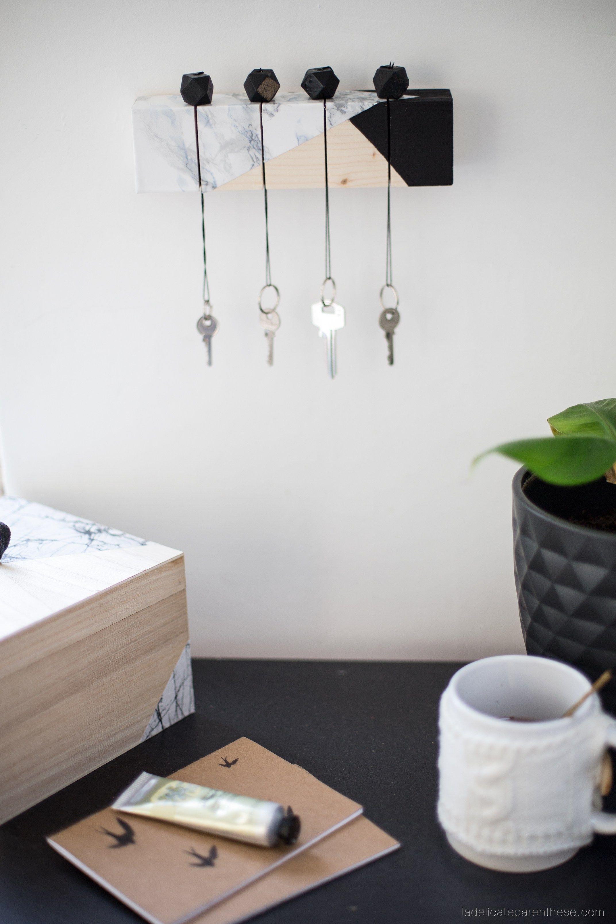 diy un tasseau de bois recycl en porte clef pur d. Black Bedroom Furniture Sets. Home Design Ideas