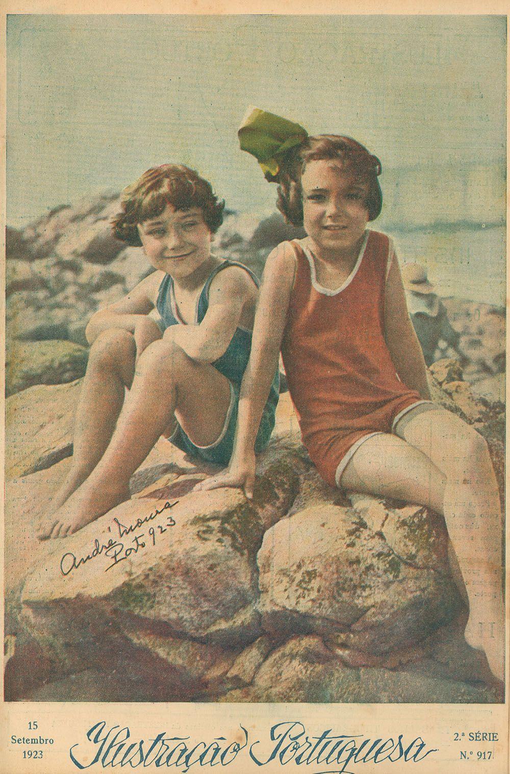 1923 - Ilustração Portuguesa  Children at the beach
