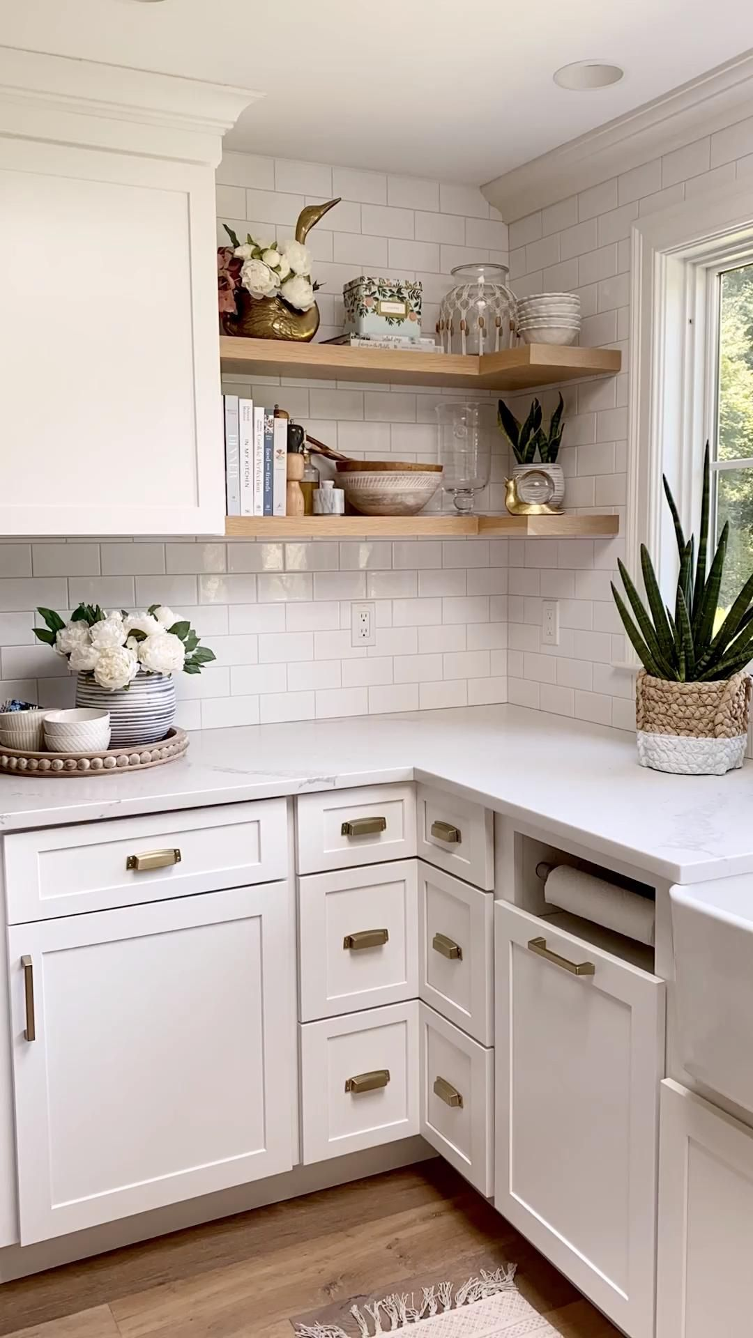 These corner drawers are one of my favorite things we decided on during our kitchen renovation! Get all the details of our reno and see the