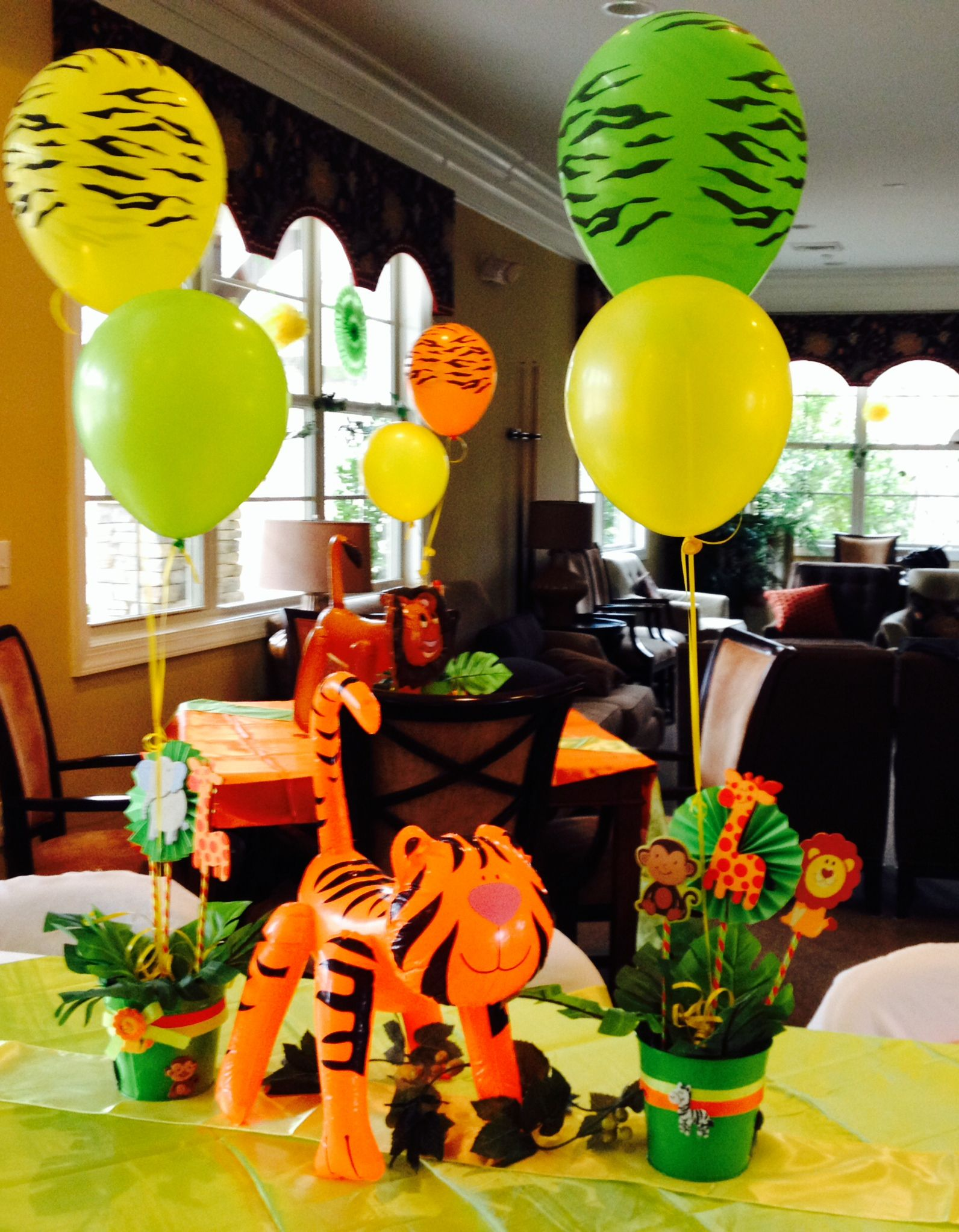 Safari centerpiece party pinterest