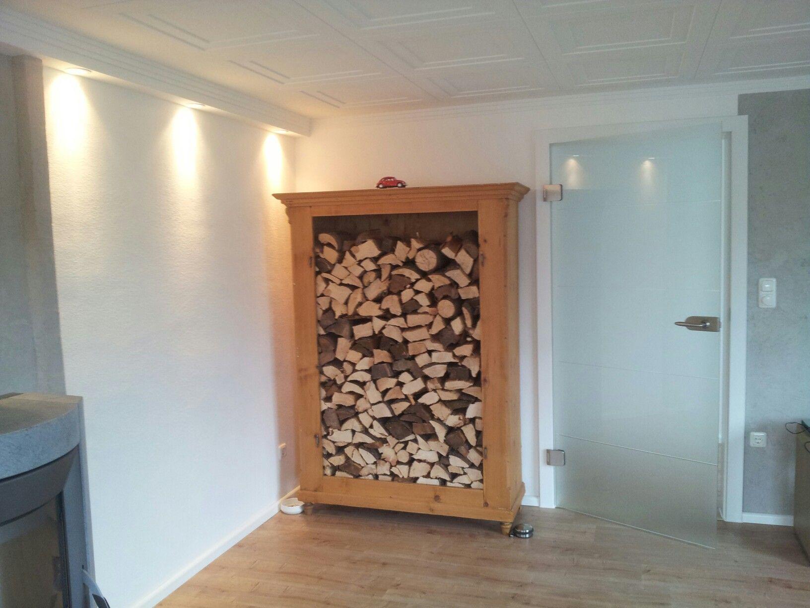 Log Store / Alter Bauernschrank als Holzlager für das Wohnzimmer ...