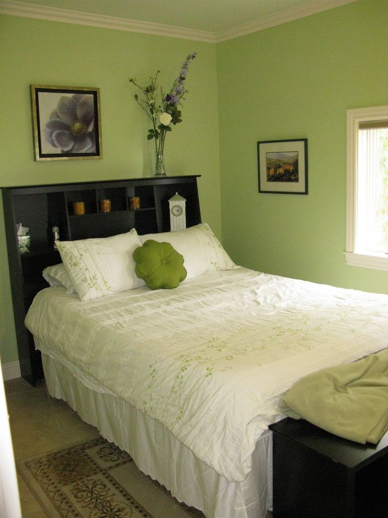 Small Simple Green Guest Bedroom Guest Bedroom Decor Small Guest Bedroom Guest Bedrooms Green minimalist room decoration