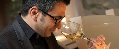 How to evaluate a wine's smell