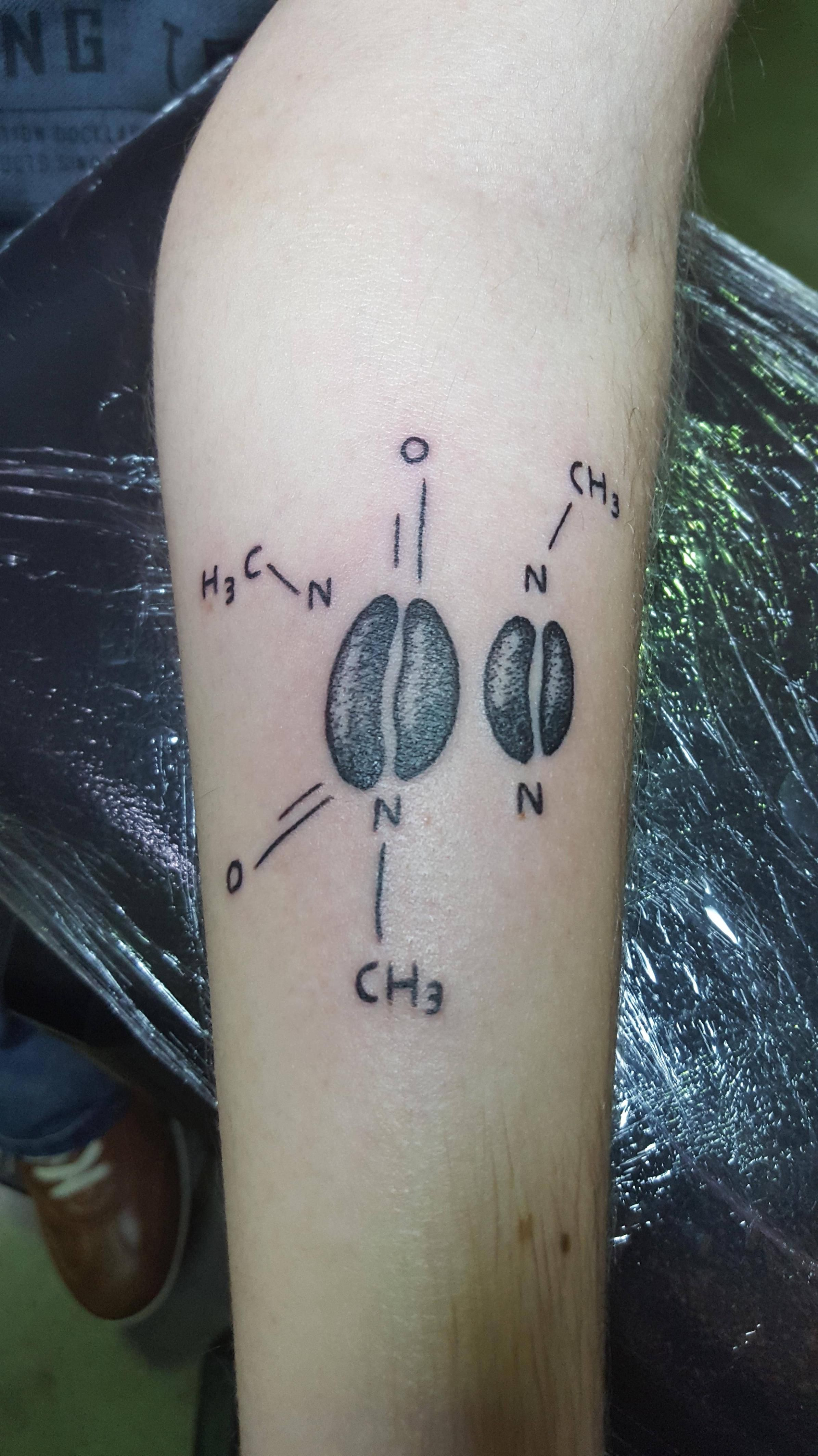 Caffeine molecule by pol noir charbon mons belgium done for Caffeine molecule tattoo