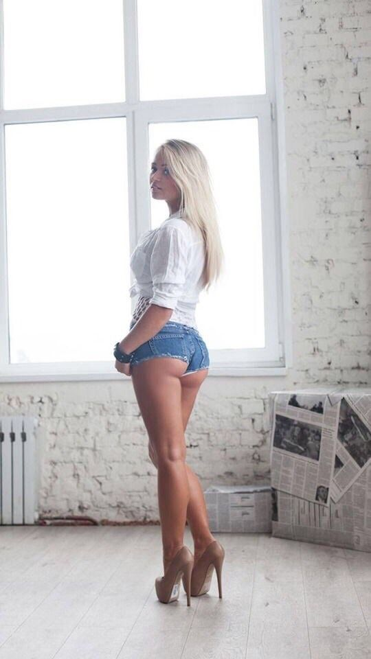 and shorts Sexy women heels in