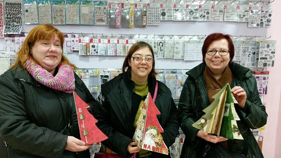 Buenos dias Scraper@s!!!  El pasado Sabado se impartio el taller del arbre nadalenc!!! Que bonito les ha quedado!!! Enhorabuena chicas!!! Os ha quedado genial!!!  nos vemos en el proximo!!! #scrapshu #scrapbook #scrapbooking #scrap #talleres #tallernavideño #talleresquemolan