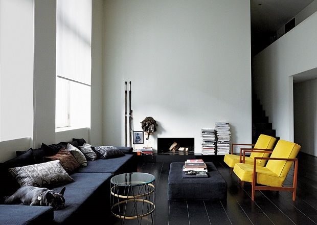A palette of blacks, whites and cream characterizes this space as Swedish influence - even if we are in Amsterdam, the home of fashion designer Ulrika Lundgren. Photo Kasia Gatkowsk