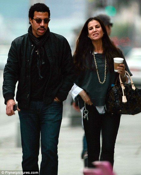 056a8494298 Lionel Richie s Current Wife