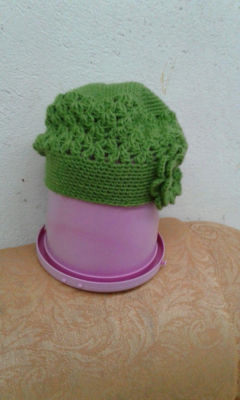 d7546134153ed Boina de crochê com flor (verde)