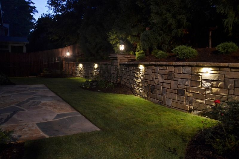 Gentil Paver Retaining Wall With Cap   The Lighting Is Really Nice Under The Cap