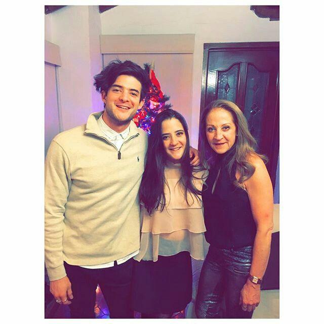 Diego celebrando Navidad en casa con toda su familia!!  T.H