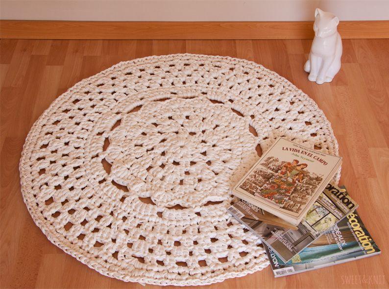 Susimiu patr n de alfombra de ganchillo xxl con flor en el centro ver tutorial en pag web - Tutorial alfombra trapillo ...