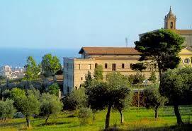 Veduta del Santuario dai colli vicini a Giulianova Paese, che domina il litorale sottostante