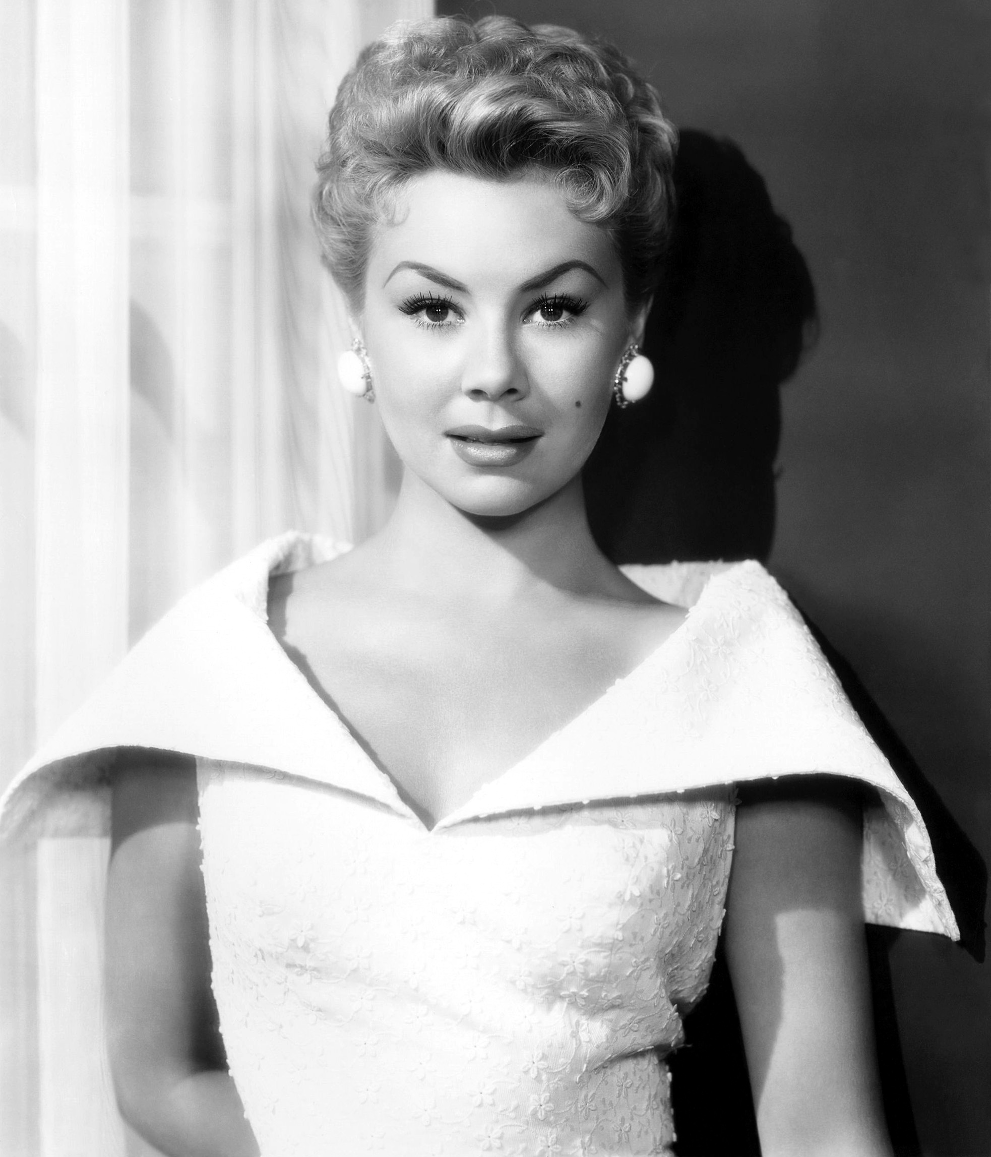 pretty sure shes in white christmas hollywood actresses classic - Actresses In White Christmas