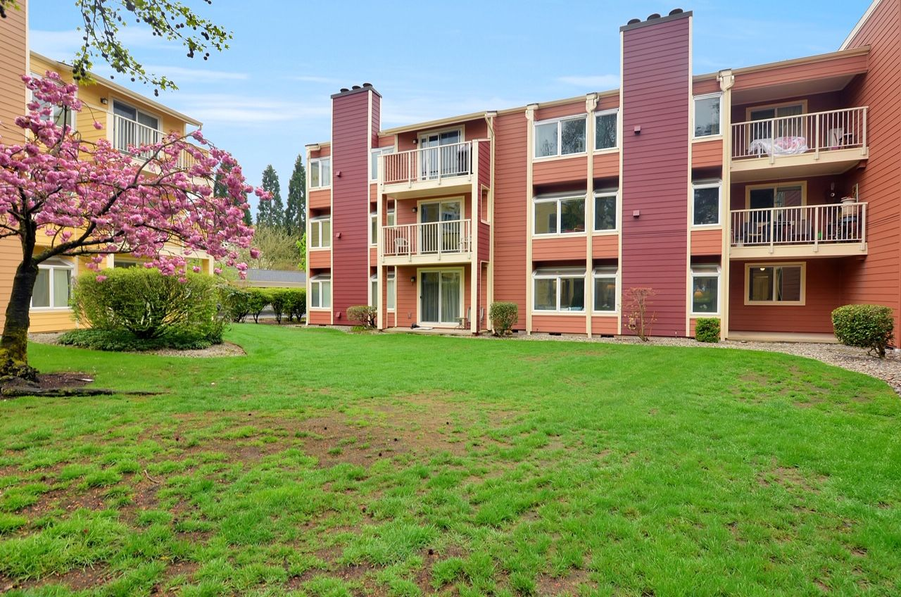 Completely remodeled condo with great access to downtown
