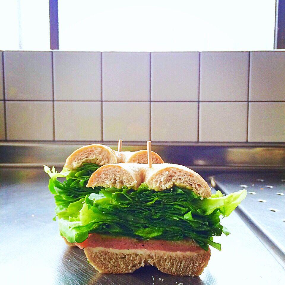 After→Homemade bagel sandwich(smoked samon and cream cheese)/サンド後→自家製ベーグルのサンドイッチ(スモークサーモン&クリームチーズ)