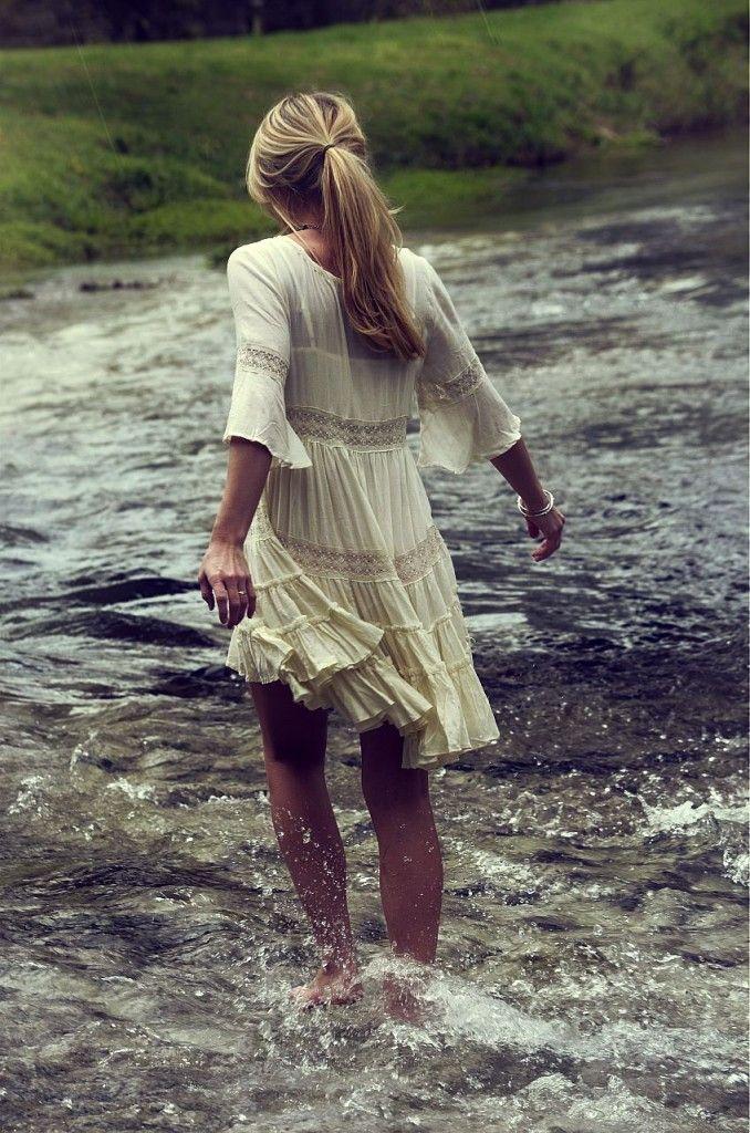 great carefree dress.  walking on sunshine:-) via:inthebuffandblue
