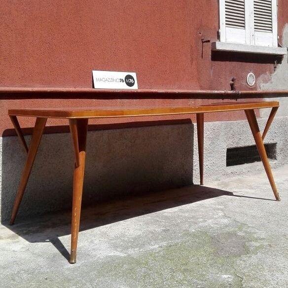 Tavoli Da Pranzo Milano.Tavolo Da Pranzo In Legno Tinto Noce Chiaro E Piano In Cristallo
