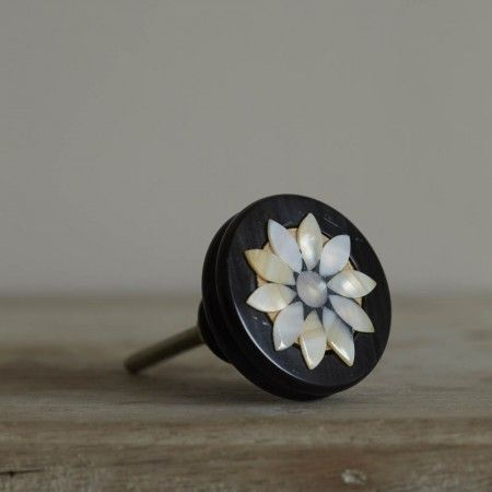 Round Mother Of Pearl Flower Door Knob | Pearl flower, Door knobs ...