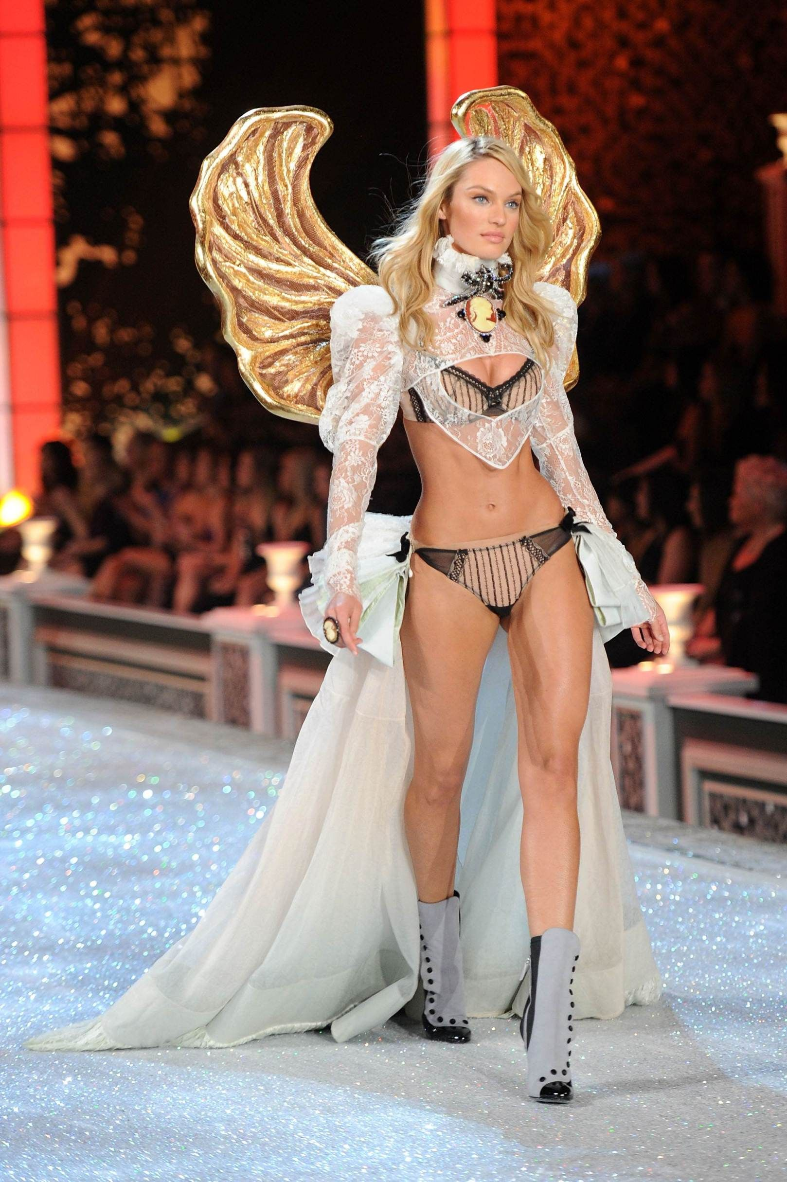 Candice Swanepoel #VS Angel Victoria's Secret lingerie runway ...