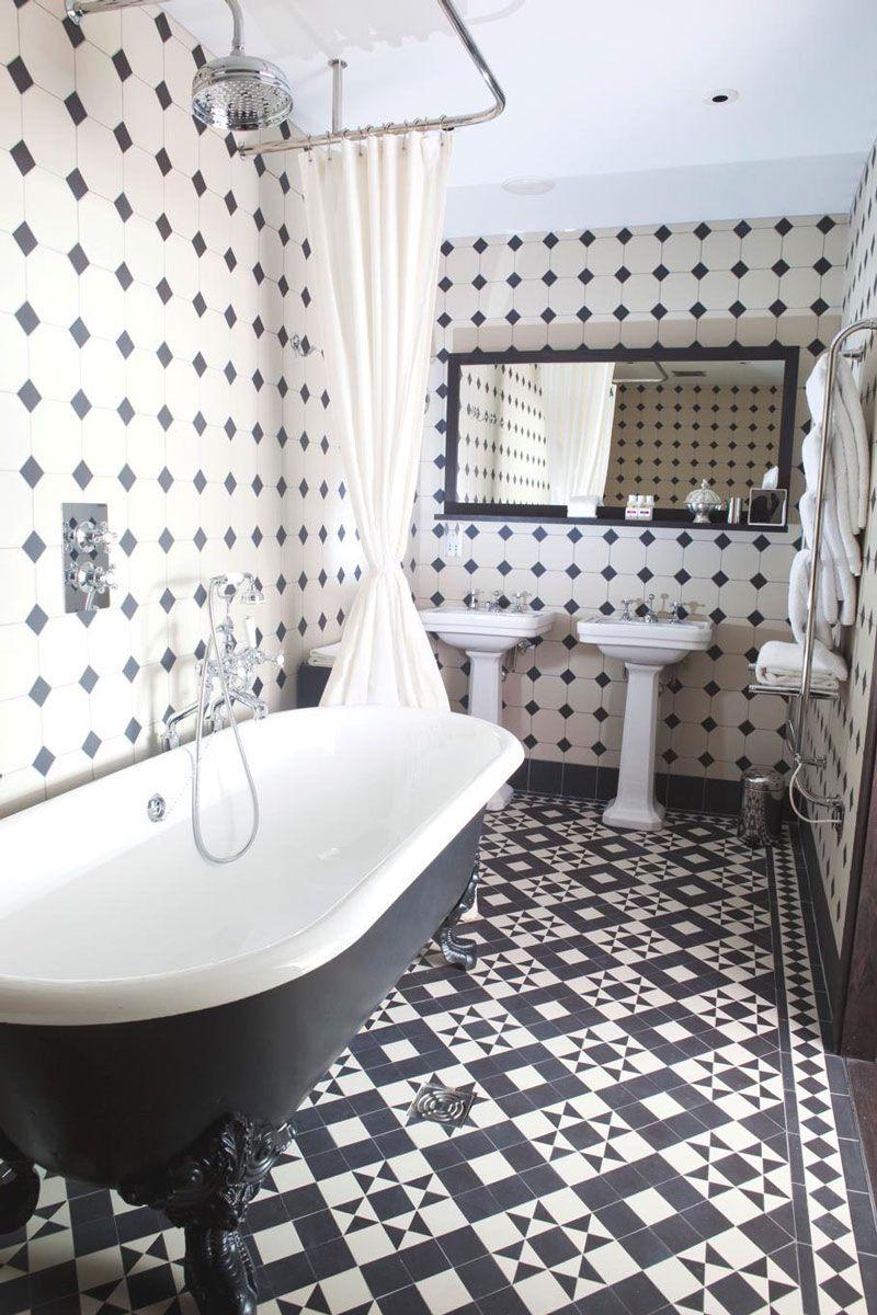 Merveilleux Carrelage Salle De Bain Noir Et Blanc De Style Rétro Et Un Sanitaire En  Noir Et Blanc