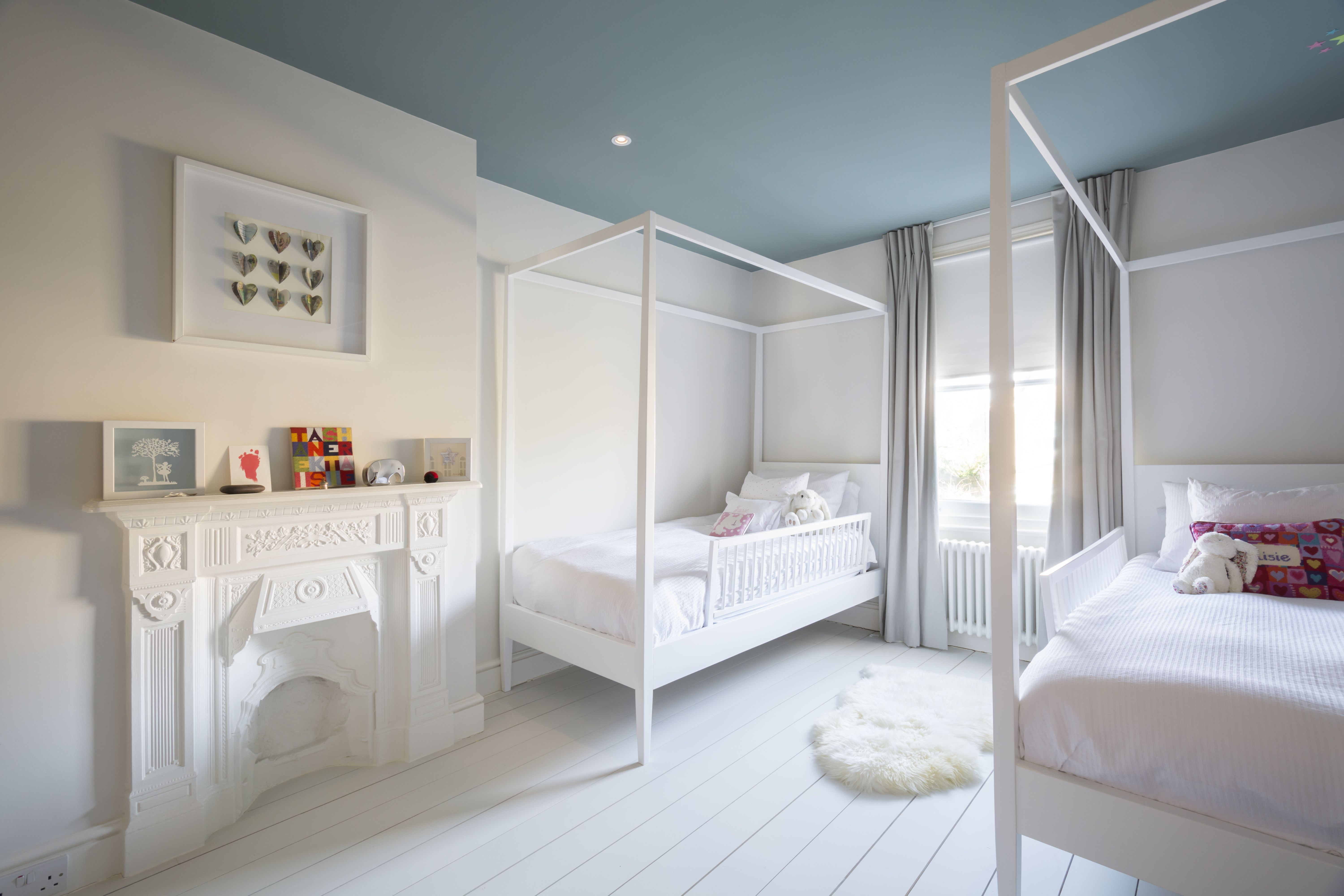 childrens bedroom with white 4 poster childrens beds