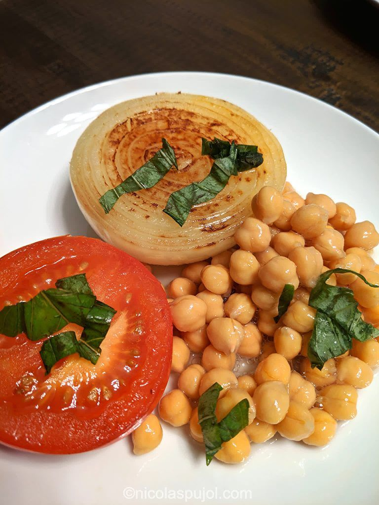 Oil Free Steamed Tomato Onion With Garbanzo Beans