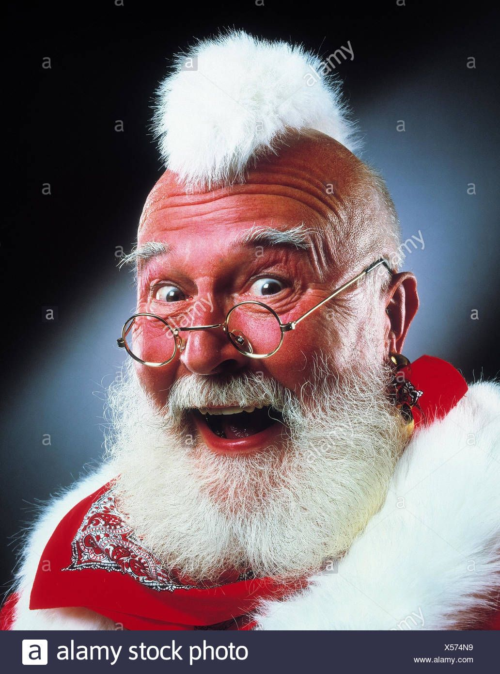 Santa Claus Punk Irokesenschnitt Facial Play Portrait Santa Punk Irokesenhaarschnitt Hairstyle Glasses Modern Unusually Fun Papai Noel Noel Papai