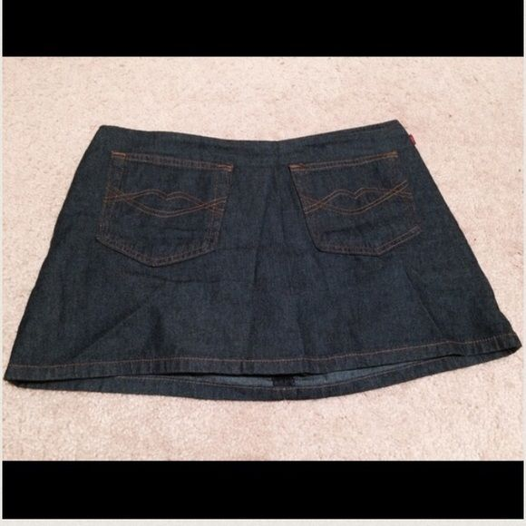 Adorable Dark Denim Jean Skirt Skort size 7/29 Multi-purpose Jean skirt/Skort (it has shorts underneath), zips in the back. Super cute pockets on the front with the Hot Kiss lips logo! Dark denim wash. No rips or stains. Hot Kiss Shorts Skorts