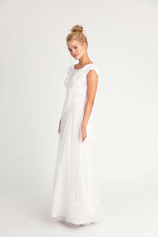ISABELLE Romantisches Brautkleid mit angeschnittenen Ärmelchen und ...