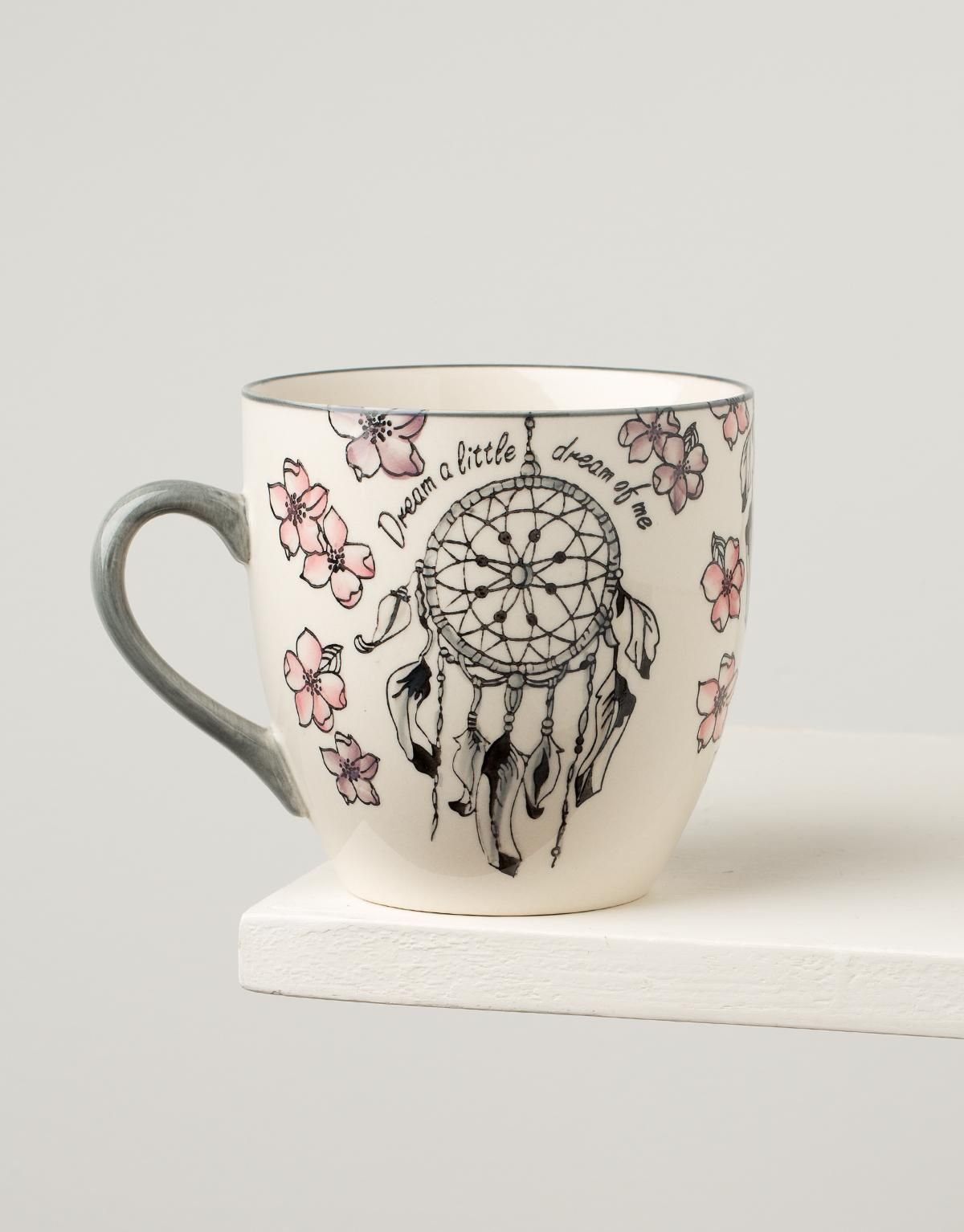 Pin By 𝕬𝖓𝖓𝖒𝖆𝖗𝖎𝖊 On Un Cafe S Il Vous Plait Painted Mugs Dream Catcher Painting Pottery Painting
