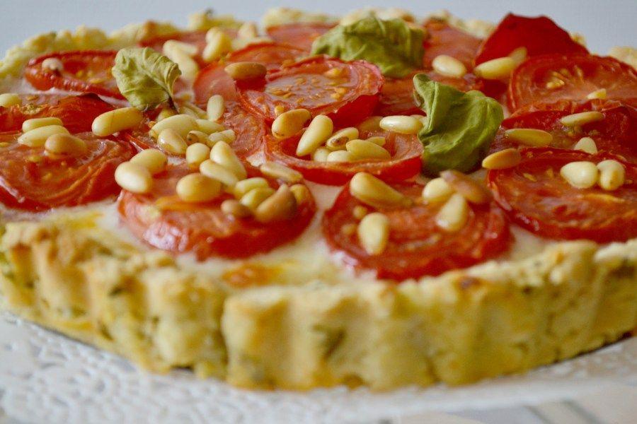 Petite tarte à la tomate - Pâte sablée aux herbes et aux amandes