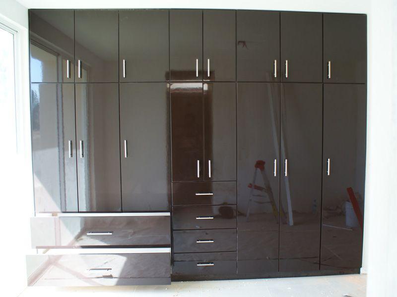 Cocinas estilo cocinas integrales y closets morelia for Closet para recamaras modernas