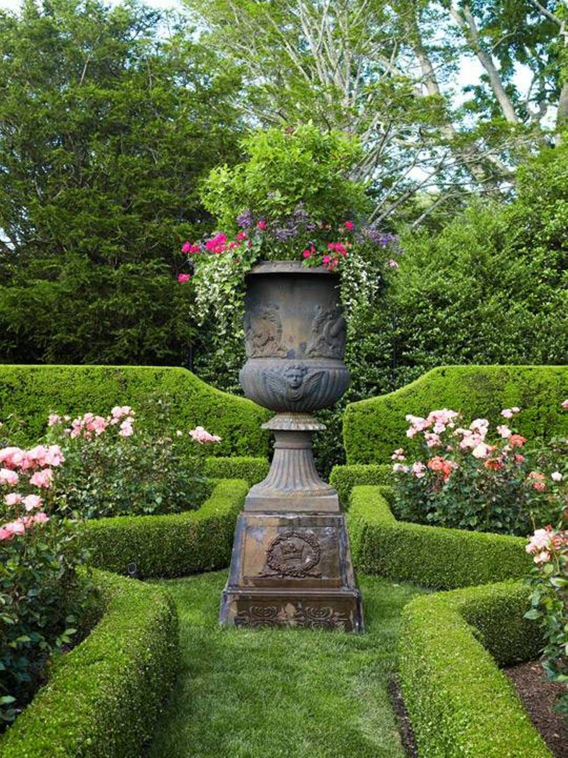 Large Urns For Decoration Pleasing Garden And Lawn  Garden Decorating Ideas With Urns  Garden Decorating Design