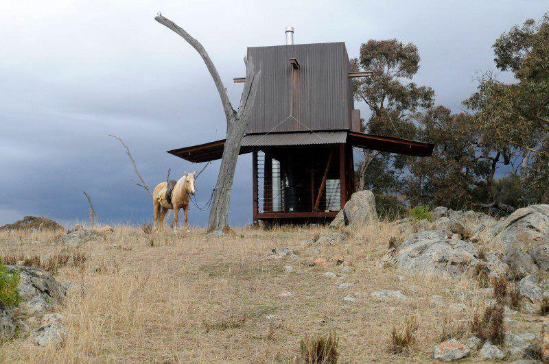 + Arquitetura :   Conheça a cabana para acampar, desenvolvida pela Casey Brown Architecture, que esta localizada em New South Whales (Australia).