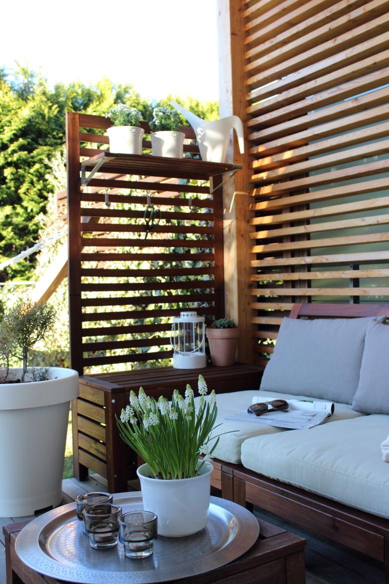 ein sitzplatz auf der terrasse, garten, gartenmöbel